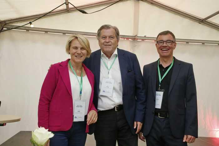Bürgermeisterin Christiane Staab mit Norbert Haug, dem früheren Motorsport-Chef von Mercedes Benz (Mitte) und innoWerft-Geschäftsführer Dr. Thomas Lindner (Fotos: Pfeifer)