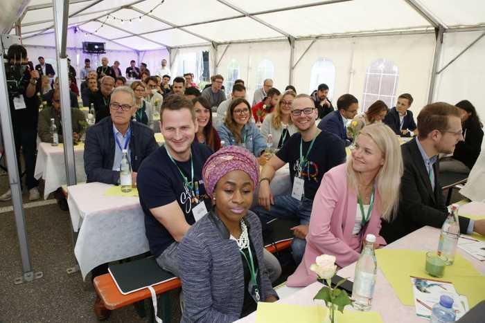 Beste Stimmung herrschte im Zelt, das für die Better-Together-Veranstaltung aufgebaut worden war. In der dritten Breakthrough-Runde waren viele Frauen mit an Bord