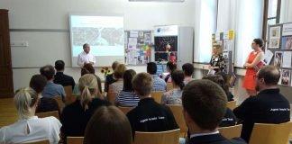 Minister Wolf informiert sich über Bildungsakteure in Neustadt an der Weinstraße. (Foto: Stadtverwaltung Neustadt)