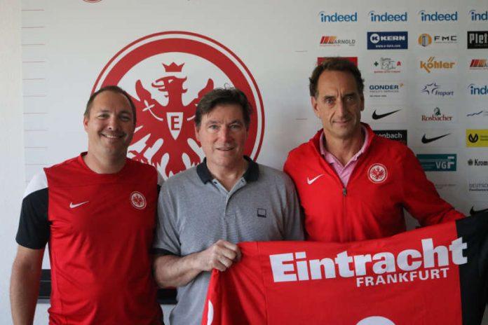 Marcus Daniel (stellvertretender Abteilungsleiter Eishockey), Roger Nicholas und Alexander Hermann (Abteilungsleiter Eishockey) (Foto: Eintracht Frankfurt e.V.)