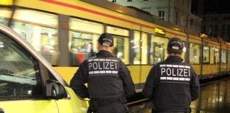 Zur Stärkung des subjektiven Sicherheitsgefühls führten die Verkehrsbetriebe und das Polizeipräsidium Karlsruhe in der Nacht von Freitag auf Samstag eine weitere Schwerpunktkontrolle durch. (Foto: VBK)