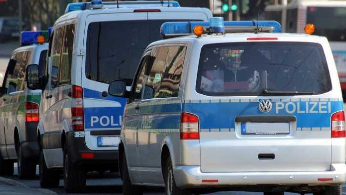 Symbolbild, Polizei, Mannschaftswagen, Großeinsatz © Pixabay