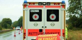 Symbolbild, Rettung, Feuerwehr, Sanitäter, Wagen, Straße, Regen © markus roider on Pixabay