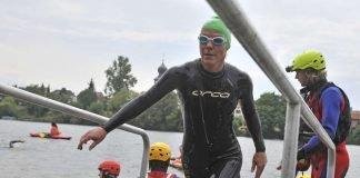Triathletin beim Ausstieg aus dem Neckar (Foto: PIX-Sportfotos)