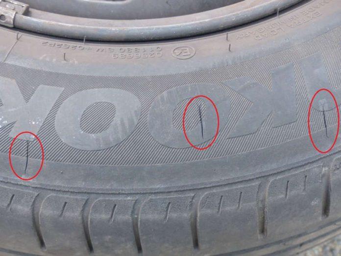 Einstichstellen an einem Reifen (Foto: Polizei RLP)