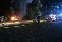 Ein Anhänger und ein Baubüro brannten (Foto: Presseteam der Feuerwehr VG Edenkoben)