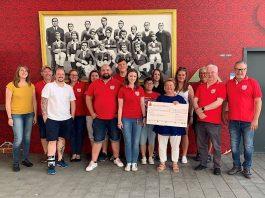Der vierstellige Betrag wurde an den gemeinnützigen Verein übergeben (Foto: Mainz 05)