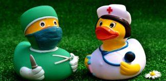 Arzt und Krankenschwester (Foto: Pixabay)