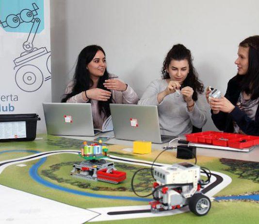 Bei Coding Girls lernen Schülerinnen gemeinsam das Programmieren. (Foto: Koziel/TUK)