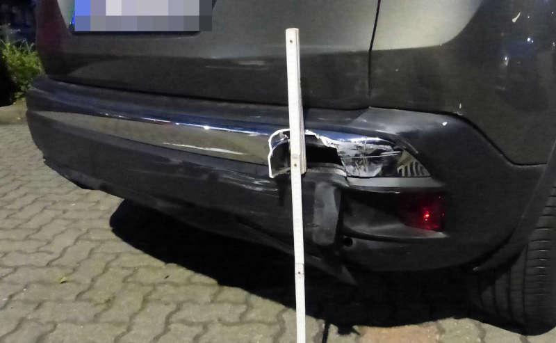Der beschädigte Peugeot (Foto: Polizei RLP)
