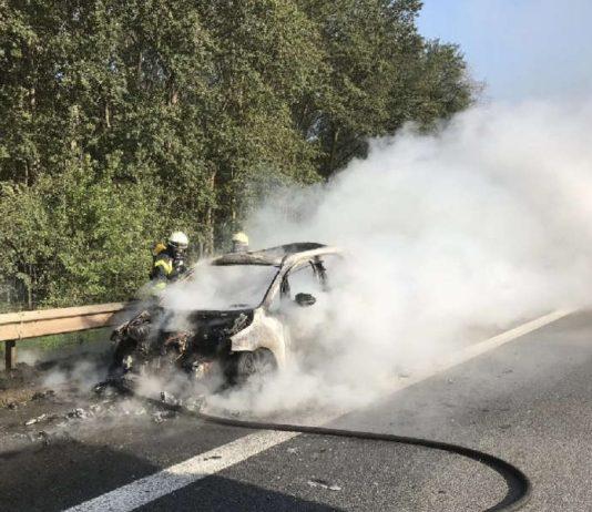 Fahrzeugbrand (Foto: Feuerwehr Neustadt)