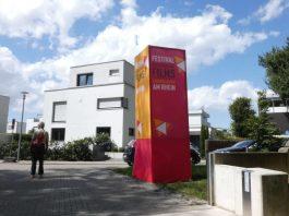 Am Eingang zum 15. Festival des Deutschen Films auf der Parkinsel (Foto: Hannes Blank)
