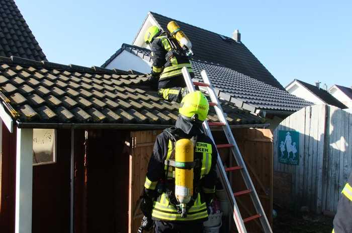 Gartenhausbrand Spabrücken-1 © Freiwillige Feuerwehr VG Ruedesheim