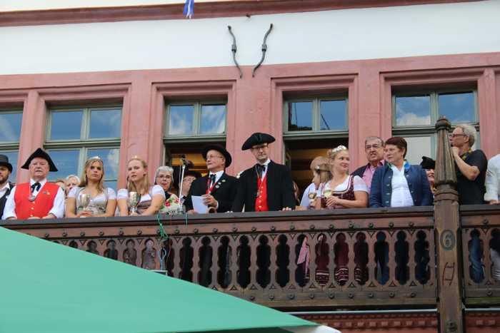 Die Kerwe ist eröffnet - Foto: Stadt Weinheim