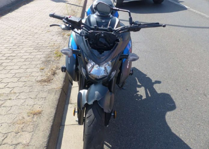 Das beim Verkehrsunfall beschädigte Motorrad (Foto: Polizei RLP)