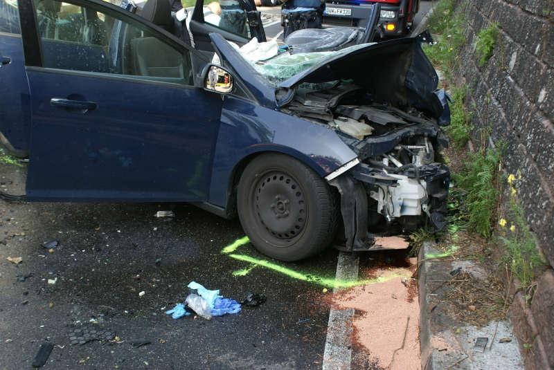 Der PKW der Unfallverursacherin (Foto: Presseteam der Feuerwehr VG Lambrecht)