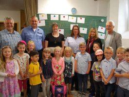 In diesem Jahr wurde der Kinderschutzpass offiziell in der Grundschule Erfenbach vorgestellt (Foto: Stadtsparkasse Kaiserslautern)