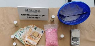 Sichergestelltes Rauschgift, Geld und Waffe