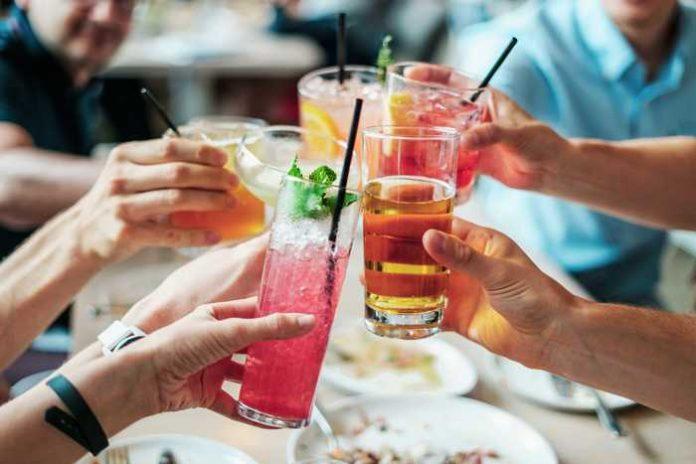 Symbolbild, Fest, Party, Volksfest, Sommerfest, Straßenfest, Kerwe, Alkohol © on Pixabay