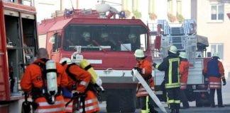 Symbolbild, Feuerwehr, Feuerwehrleute, Feuerwehrwagen, Großeinsatz © Fachdozent on Pixabay
