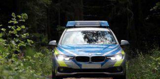 Symbolbild, Polizei, Auto, Waldweg_© markus roider on Pixabay