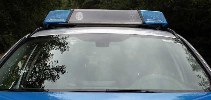 Symbolbild, Polizei, Frontscheibe, Blaulicht © on Pixabay