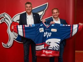 Adler-Geschäftsführer Matthias Binder (links) und Matthias Schöner, Leiter Vertrieb Privat- und Gewerbekunden der MVV. (Foto: AS Sportfoto / Sörli Binder)