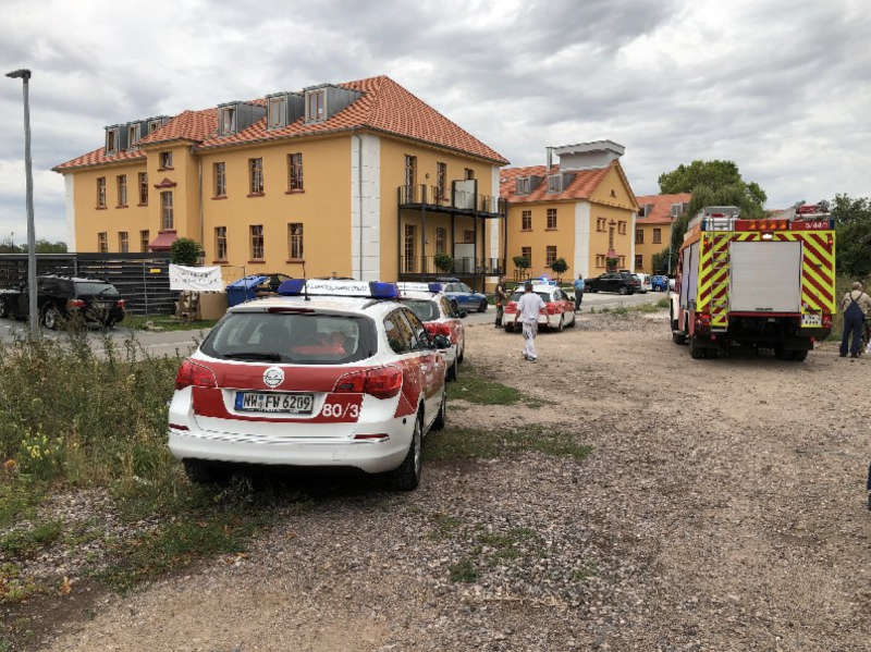 Die Feuerwehr betreute den Verletzten und stellte den Brandschutz sicher (Foto: Feuerwehr Neustadt)