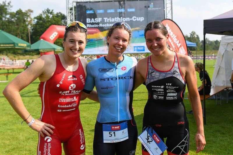 v.l. Lina Voelker, Lena Gottwald und Karoline Brüstle / Bruestle beim V-Card Triathlon Viernheim, BASF Triathlon Cup 2019. (Foto: PIX Sportfotos)