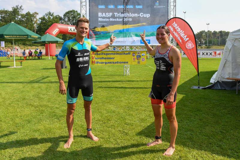 Gesamtsieger beim Cup Julian Erhardt und rechts Karoline Brüstle (Foto: PIX-Sportfotos)