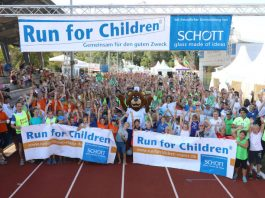 Geschafft aber glücklich nach dem Zieleinlauf: 2.300 Teilnehmer erliefen eine Spendensumme von 200.000 Euro. (Foto: SCHOTT / Alexander Sell)