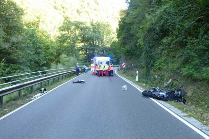 Simmertal-B421_Unfall Motorradfahrer