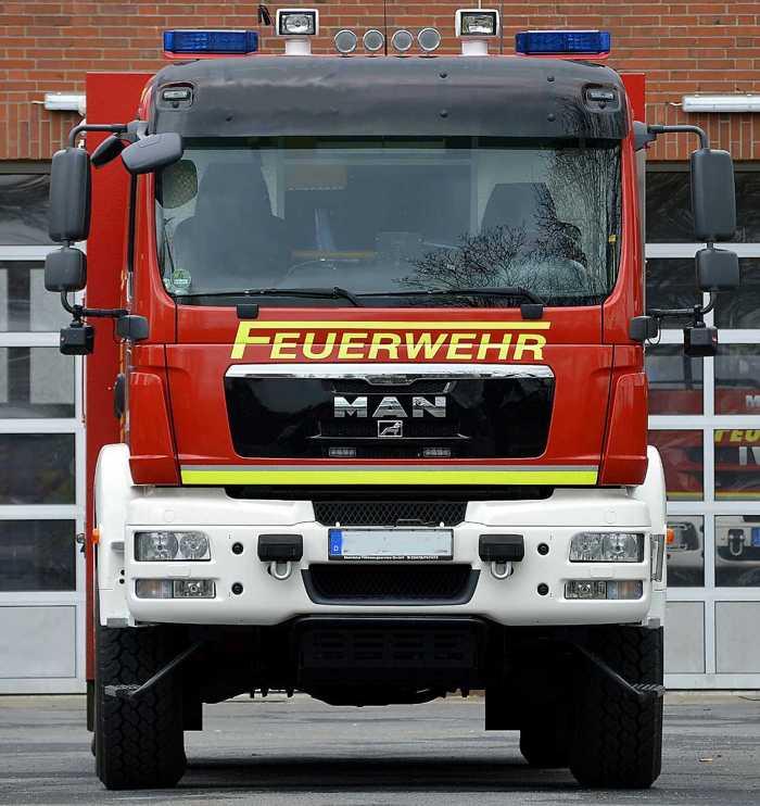 Symbolbild, Feuerwehr, Feuerwehr-LKW, vor Feuerwache, Rüstwagen, © Daniel Borker on Pixabay