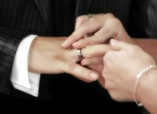 Symbolbild, Hochzeit, Hände, Ring anstecken, Mann, Frau © Frank Winkler on Pixabay