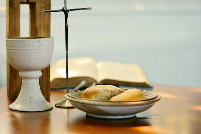 Symbolbild, Religion, Christentum, Kreuz, Brot und Wein, Glaube, Abenmahl, Tag © on Pixabay