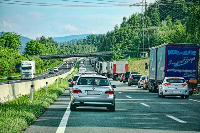 Symbolbild, Stau, Rettungsgasse, Autobahn © Schwoaze on Pixabay