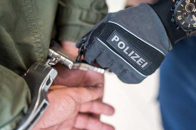 Symbolbild, Verhaftung, Festnahme, Gewahrsam, Handschellen © Polizei