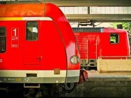 Symbolbild, Zug, Bahn, Lok, S-Bahn, Gleise, Haltestelle, Überdacht, 2 Zuege_ (pxhere)