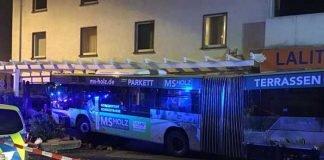 Unfall mit Bus © Feuerwehr Wiesbaden