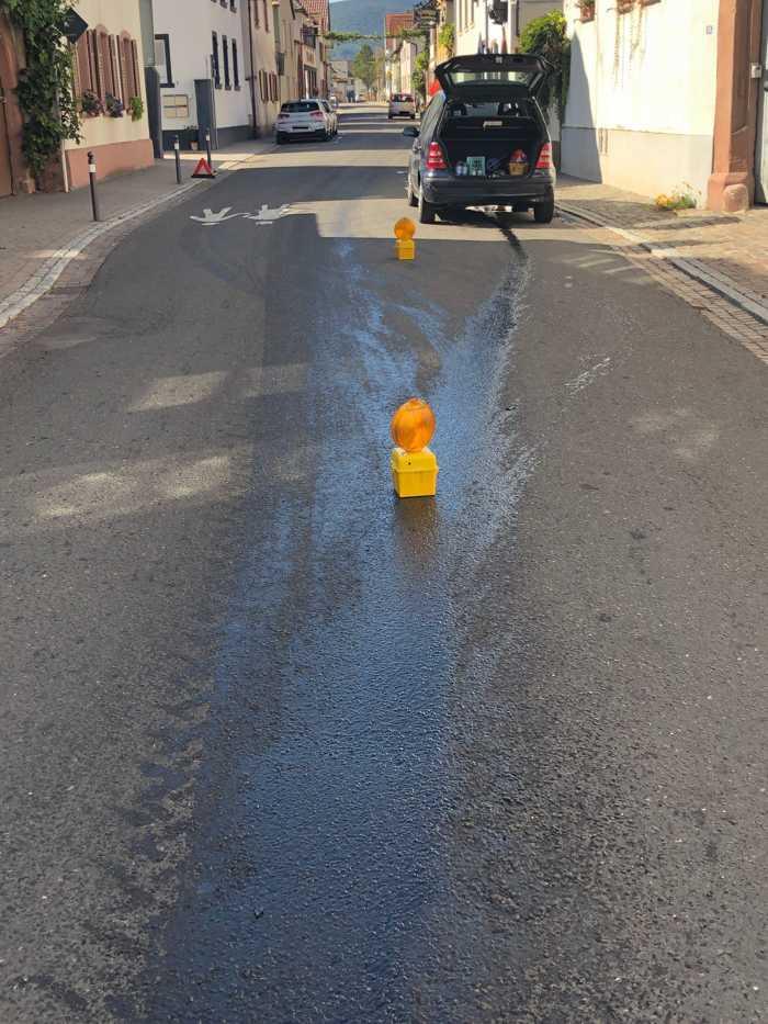 Unfallflucht verursachte Kanalverunreinigungen durch Öl