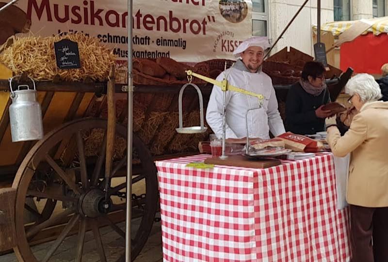 Großer Herbst-Bauernmarkt mit verkaufsoffenem Sonntag (Foto: WEG Neustadt)