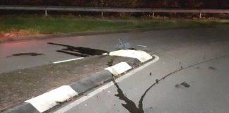 Das Fahrzeug verlor Betriebsstoffe (Foto: Polizei RLP)
