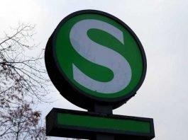 Symbolbild, Zug, S-Bahn, Haltestellte, S-Bahn Zeichen (pxhere)