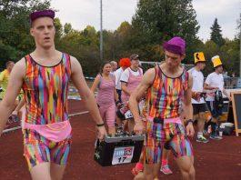 Teilnehmer in originellen Kostümen (Foto: Weldebierathlon)