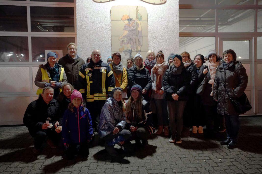 Während des Festes wurden der Erlös des vergangenen Jahrs an die drei Kitas und die Grundschule übergeben (Foto: Holger Knecht)