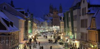 Die vorweihnachtliche Maximilianstraße in Speyer (Foto: Klaus Venus)