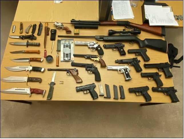 Ein Teil der sichergestellten Waffen