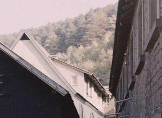 Das Foto stammt von 1972 und zeigt den damaligen Wasserabsturz, unter dem noch das letzte Wasserrad der Schmalenbergerschen Mühle vorhanden war. Im Wasserbau unter dem Fluter befanden sich bis nach 1900 fünf oberschlächtige Wasserräder mit einem jeweiligen Durchmesser von ca. 2,25 m. (Foto: Benno Münch)