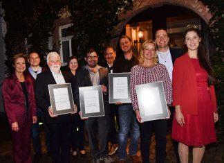 Gewinner DWI-Sekt-Sonderpreis 2019 (v.l.n.r.): Monika Reule (Deutsches Weininstitut), Volker Richter, Stefan Bottlinger (Vier Jahreszeiten eG), Janine Keicher, Klaus Keicher (Privatkellerei Klaus Keicher), Klaus Herres, Johannes Singer (Sektgut St. Laurentius), Christine Gradolph, Jochen Gradolph (Bioland Weingut Neuspergerhof), Angelina Vogt (Deutsche Weinkönigin). (Foto: DWI)