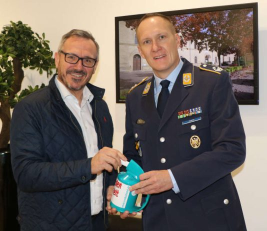 Bürgermeister Marcus Schaile und Kommandeur Peter Eckert (Foto: Sven Waschke)